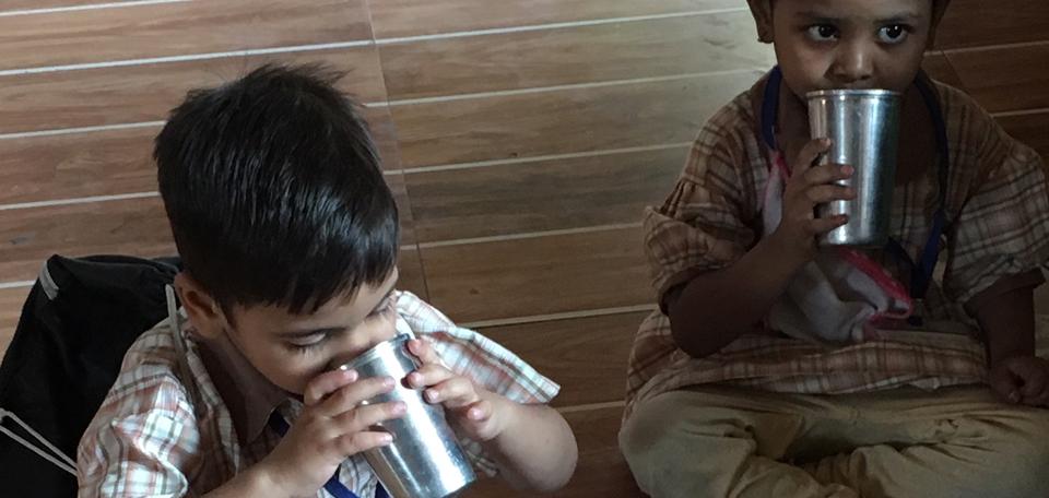 India: assicura un pasto ai bimbi di Mumbai