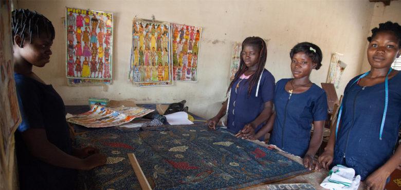 Un taglio su misura: scuola di formazione per giovani donne