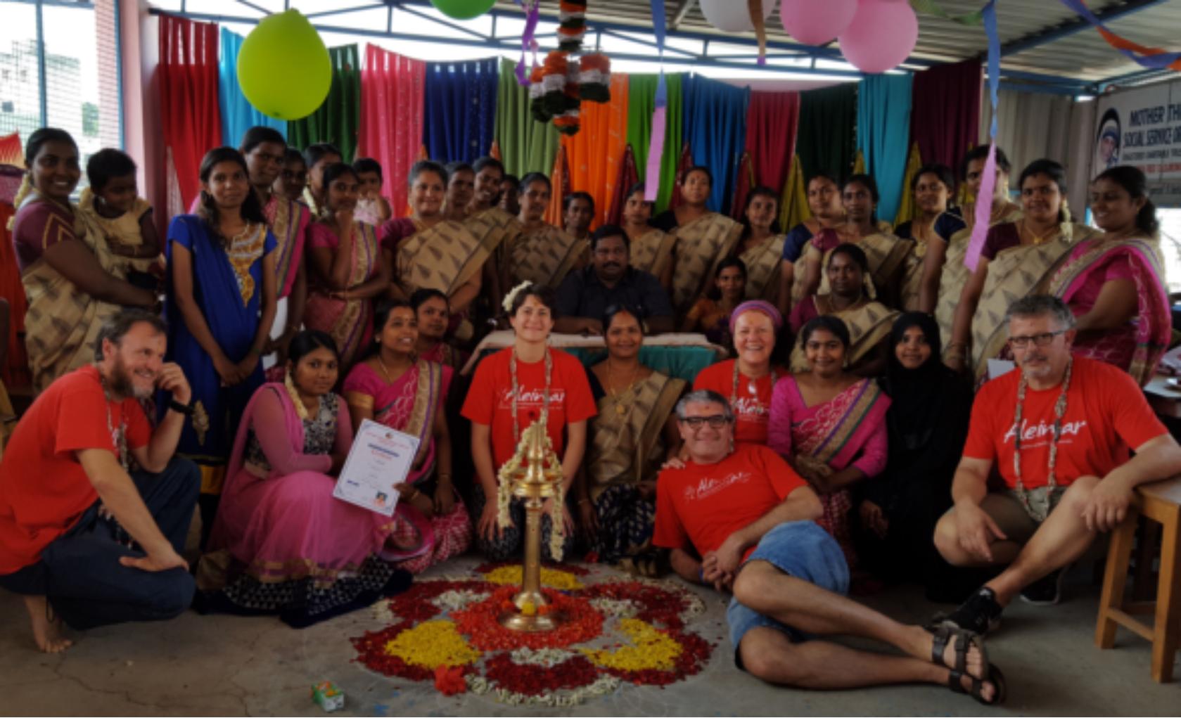 """INDIA: grande festa con le donne dei corsi """" I fili della speranza"""""""